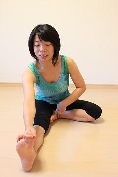 ミナクのブログ-片足前屈1